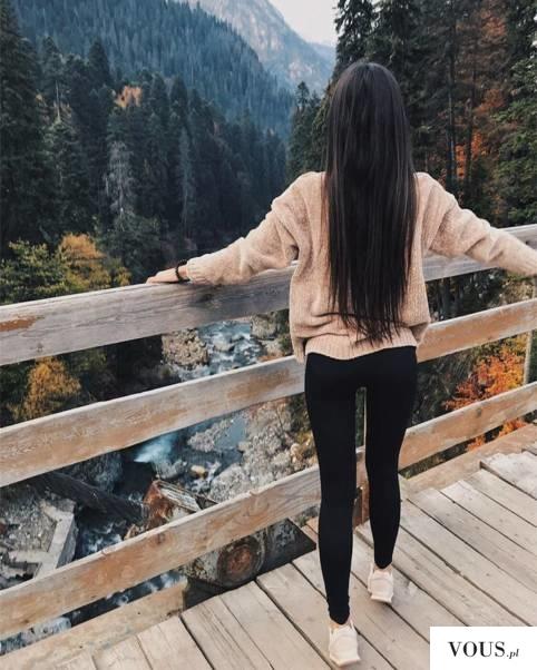 Dziewczyna z bardzo długimi włosami