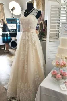 Pink A Line Court Train V Neck Sleeveless Lace Appliques Wedding Dress – Ombreprom