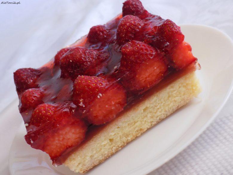 Ciasto z truskawkami i galaretką | AleTorcik!