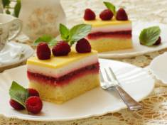 Ciasto malinowe z polewą ajerkoniakową | AleTorcik! – Przepisy na pyszne, domowe ciasta, c ...