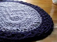 Dywan dziergany na szydełku owalny.Dziergałam ze sznura bawełnianego w kolorach jasno fioletowym ...