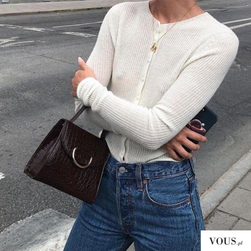 prążkowany sweterek na guziczki