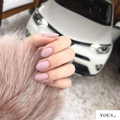 różowe paznokcie matowe