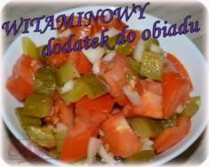 Sałatka obiadowa z pomidora i ogórka kiszonego – mega prosty i mega smaczny dodatek do obi ...