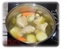 Bulion – jak zrobić podstawę do zupy? | Blog Kulinarny Mięsny, warzywny, grzybowy czy z kostki?  ...