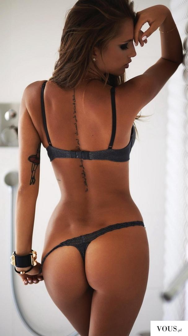 sexy lady, tatuaż na plecach
