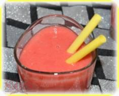 Koktajl jabłkowo-malinowy z imbirem | Blog Kulinarny