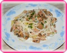 Makaron ryżowy z boczkiem i pieczarkami | Blog Kulinarny
