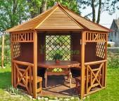 Sześciokątna drewniana altana ogrodowa  Ozdobna drewniane altana ogrodowa z pięknymi dodatkami.  ...