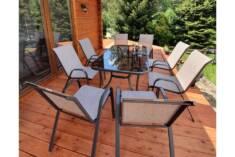 Zestaw aluminiowych mebli ogrodowych umożliwi wygodne zjedzenie obiadu na tarasie nawet w 8 osób ...