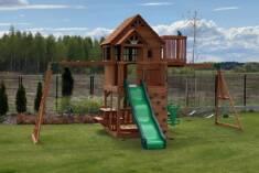 Wyjątkowy plac zabaw zbudowany z bardzo odpornego na gnicie i wytrzymałego drewna cedrowego. Pla ...