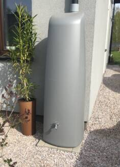 Zbiornik na deszczówkę to bardzo ekologiczne rozwiązanie, które pomoże nam oszczędzać wodę na pr ...