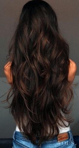 Cudowne falowane brązowe włosy, idealna długość