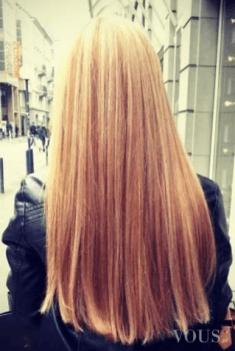 Włosy blond, śliczne proste. Czy keratynowe prostowanie włosów niszczy włosy? Jak myślicie?