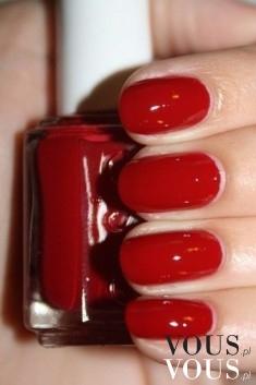 Ognista czerwień na paznokciach