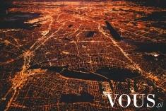 Miasto nocą z lotu ptaka