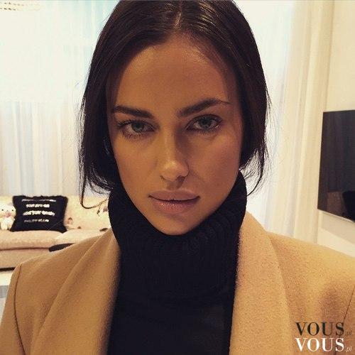 Piękna naturalna kobieta. Brunetka w naturalnym makijażu.