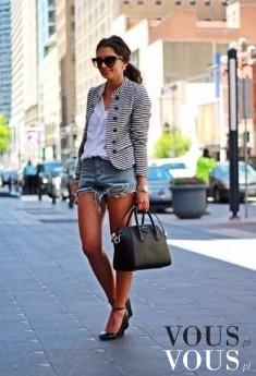 Elegancja w mieście, szorty i żakiet w paski