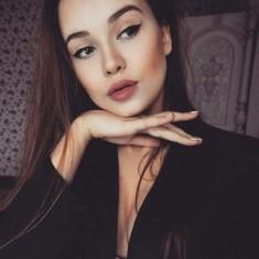 Delikatny makijaż- pięknie podkreślone oczy