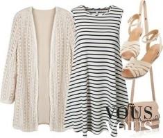 Idealna stylizacja na chłodne letnie wieczory: przewiewna sukienka w paski bez ramiączek, narzut ...