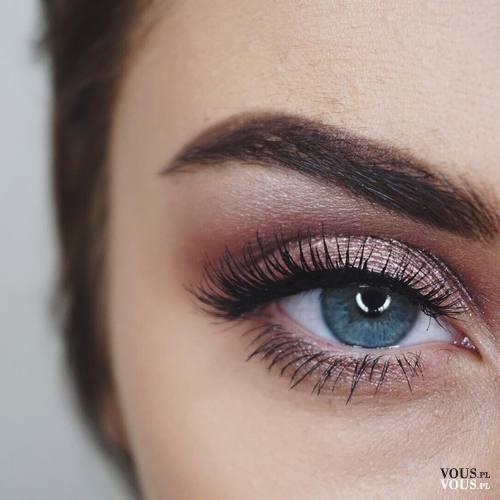 Makijaż oczu, wyraźne brwi