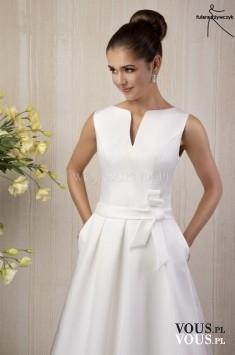 suknia ślubna z delikatnym dekoltem