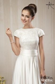 klasyczna prosta suknia ślubna