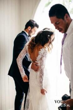 Suknia ślubna z koronką, suknia ślubna z dekoltem na plecach, elegancki garnitur,