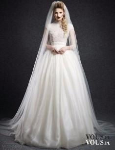suknia ślubna z długim welonem, podoba wam się welon, jakiej długości powinien być welon