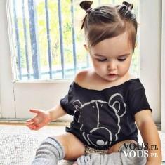 mała dziewczynka modnie ubrana, fryzury dla dieci