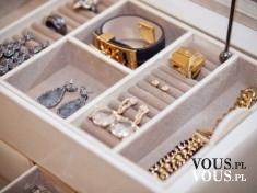 szafka na biżuterię, gdzie trzymać biżuterię