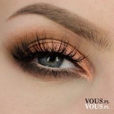 Brzoskwiniowy cień do powiek, pomarańczowy make up oczu, makijaż oczu