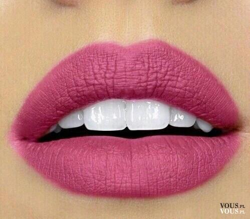 Pełne usta, różowa szminka, różowa pomadka do ust, fuksja