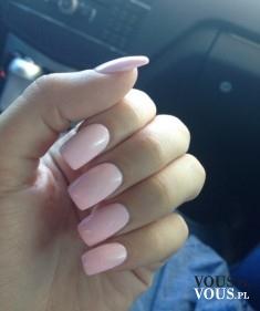 Różowe mocne paznokcie