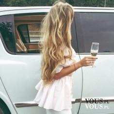 Cudowne blond włosy. Falowane blond włosy. Włosy ze złotymi refleksami.