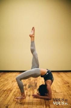 Ćwiczenie rozciągające dla zaawansowanych, ktoś z was potrafi? jak nauczyć sie robić takie ćwicz ...