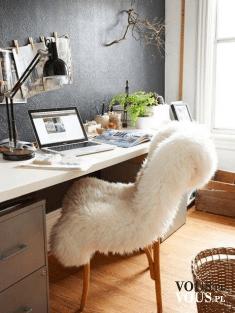 pomysł na urządzenie biurka, futerko narzutka na fotel