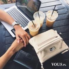 kawa w czasie pracy