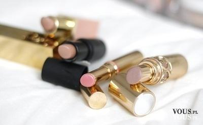 różowa szminka