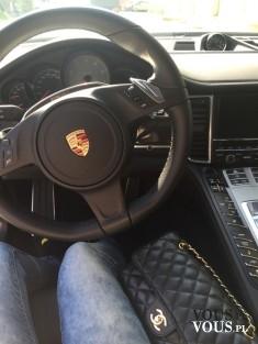 kobieta w samochodzie, luksusowy samochód