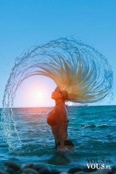 zachód słońca, sesja zdjęciowa w wodzie, zdjęcia w morzu,