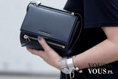 czarna torebka, duża ilość bransoletek