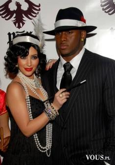Przebranie Kim Kardashian na Halloween. Pomysły celebrytów na kostiumy Halloween.