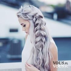 Piękne długie włosy o nietypowym kolorze. Oj, chviałabym..