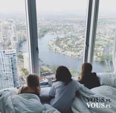 Cudowny widok o poranku. Widok z okna. Panorama miasta.