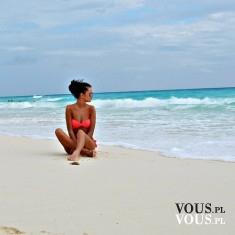 kobieta w pomarańczowym bikini, kobieta na plaży,