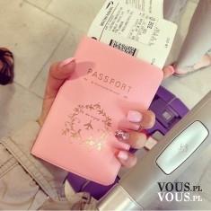 Etui na paszport, różowe etui na dokumenty, stylowe akcesoria