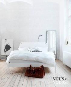 Piękne białe wnętrze, proste i minimalistyczne. Jak urządzić pokój w prostym stylu? Hipserski pokój