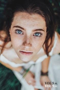 Piękna twarz, piękne oczy. Piękne niebieskie oczy fotografia.