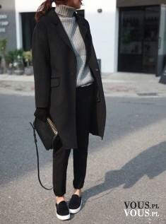 Prosta klasyczna stylizacja, szary golf, czarny płaszcz, czarne slip on z białymi podeszwami. Mi ...